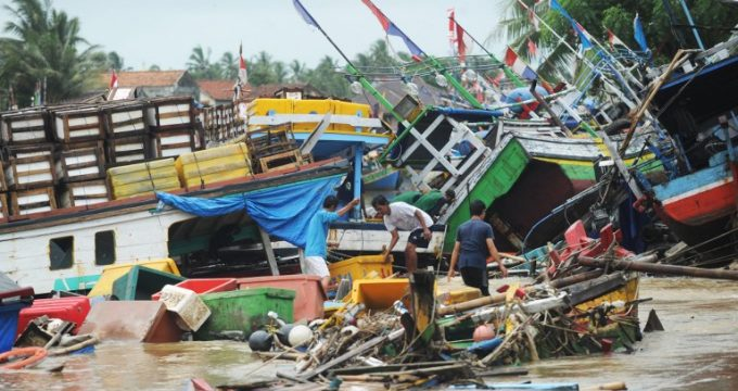 tsunami-indonesia_01-sonny_tumbelaka-afp-680x360