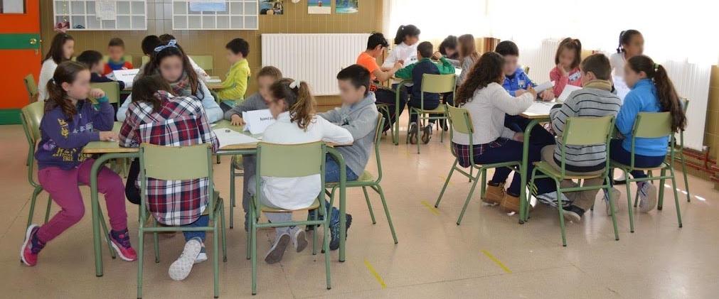 12x5-ninos-en-colegio-con-cara-desenfocada